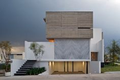 Guadalajara-based Agraz Architects designed this Mexican modern architecture with a most interesting house facade to make a lasting impression from every angle.