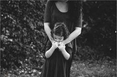 Όλοι στο σπίτι της μαμάς μου ανησυχούν με αυτές τις αντιδράσεις της. Δεν ήταν έτσι η μαμά μου…. γινόταν χαλί για όλους… Mind Body Soul, Better Life, Bible, Celebrities, Anna, Decor, Psychology, Biblia, Celebs