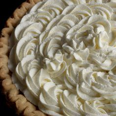 Food Pusher: Stabilized Whipped Cream Frosting - use regular cream and a gelatine mixture Just Desserts, Delicious Desserts, Dessert Recipes, Light Desserts, Funnel Cakes, Chicken Pie Shop, Stabilized Whipped Cream Frosting, Whipped Icing, Whipped Topping