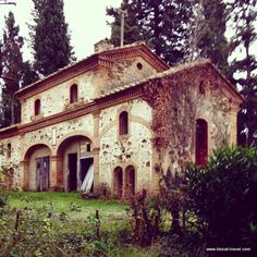 Buriano ghost town, abandoned Tuscany, Italy Read the article here: http://www.blocal-travel.com/2014/12/abandoned-tuscany.html