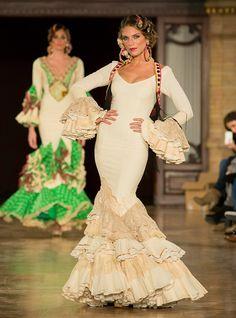 Aurora Gavino We Love Flamenco 2016 - Foto: Anibal González Supernatural Styl Spanish Dress Flamenco, Flamenco Skirt, Flamenco Dancers, Flamenco Dresses, Spanish Dancer, Gypsy Culture, Flamenco Costume, Spanish Fashion, Spanish Style