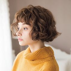 Hair is also the one that suits your own! What I best hit color of ocher skin? Bob Hairstyles With Bangs, Vintage Hairstyles, Cool Hairstyles, Medium Hair Styles, Short Hair Styles, Bun Styles, Haircut Tip, Short Wavy Hair, Hair Transplant