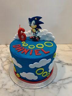 Tarta buttercream Sonic. Sonic Birthday Cake, Sonic Cake, Sonic Birthday Parties, Sonic Party, 7th Birthday, Birthday Ideas, Cupcakes, Cupcake Cakes, Buttercream Cake