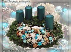 Christmas Advent Wreath, Christmas Table Decorations, Christmas Colors, Winter Christmas, Christmas Crafts, Holiday Decor, Advent Wreaths, Candle Arrangements, Custom Candles