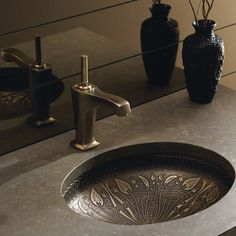 Features:  -Cast Bronze.  -Undercounter installation.  -Living surface will…