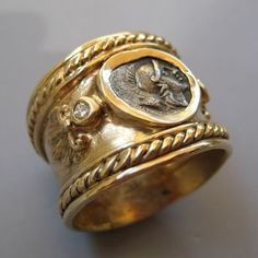 Roman gold ring 400 A.funny it looks similar to the one I had made for Philippa! Roman Jewelry, Jewelry Art, Gold Jewelry, Jewelry Rings, Jewelery, Jewelry Accessories, Fine Jewelry, Jewelry Design, Jewelry Tools
