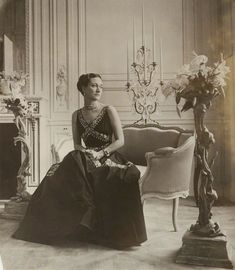 Evening Dress, Designed by Mainbocher Worn by The Duchess of Windsor, Wallis Simpson, in British Vogue, photographed by Cecil Beaton Dress via The Met Photo via NPG Wallis Simpson, High Society, Vanity Fair, Reine Victoria, English Fashion, Cecil Beaton, Vogue, Royal House, Madame