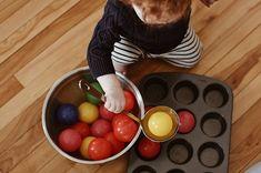 DIY games for kids using cardboard box, reusable items and balls. Montessori DIY at home. Little Games, Games For Kids, Diy For Kids, Baby Shower List, Shoe Box Lids, Small Mason Jars, Diy Games, Baby Winter, Homemade Baby