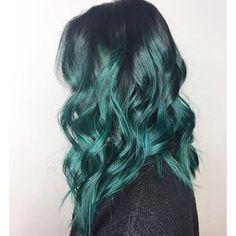 T E A L @jujuhairlounge #hairartist @erinm_hair