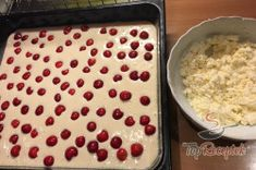Túrós-cseresznyés puha szelet | TopReceptek.hu Oatmeal, Food And Drink, Pudding, Yummy Food, Desserts, Breakfast, Food Ideas, Bakken, Potato