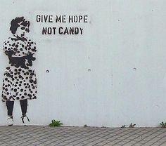 """"""" Donne-moi de l'espoir pas du sucre ! """" / Street art. / By Banksy."""