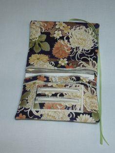 Blague à tabac / Pochette à tabac pratique en tissu japonais bleu et noir motif chrysanthème