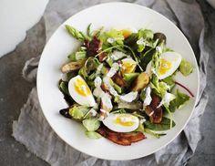 Kananmuna on salaatissa parhaimmillaan, kun sitä ei keitä liian kypsäksi.