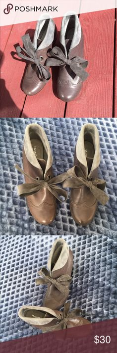 ❤ modern Victorian booties shoe by hush puppies❤ ❤ modern Victorian shoe by hush puppies size 7.5 and a darker gray❤ Hush Puppies Shoes Heeled Boots