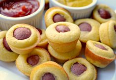 You're going to love this mini corn dog muffins recipe! These corn dog muffins are a crowd-pleaser, especially with kids. This is a great - Video: Mini Corn Dog Muffins Recipe Corn Dog Muffins, Mini Corn Dog Muffin Recipe, Simple Muffin Recipe, Mini Muffins, Cheese Muffins, Easy Snacks For Kids, Kids Meals, Easy Meals, Creative School Lunches