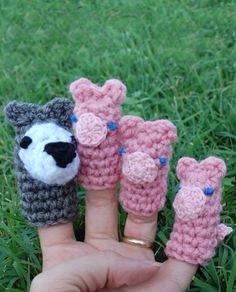 Three Little Pigs - finger puppets Free pattern http://crochetvolution.com/archives/summer-2013/huff-and-puff-puppets