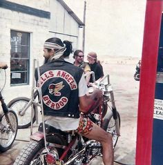 Hells Angels MC, Vintage bikers, Old biker patches, Motorcycle clubs from the to the Hey Kurt Sutter! Motorcycle Clubs, Motorcycle Style, Biker Style, Vintage Biker, Biker Quotes, Hells Angels, Biker Patches, Bike Design, Harley Davidson Motorcycles