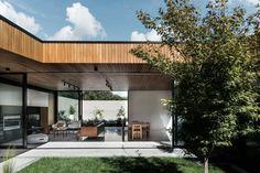 awesome A Fabulous Courtyard House Design With Dark Brick Exterior Brick Courtyard, Modern Courtyard, Internal Courtyard, Courtyard House, Architecture Résidentielle, Contemporary Architecture, Casa Patio, Villa, Mid Century House
