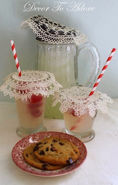 A Quick & Pretty Way To Keep Pests at Bay from Drinks Garden Picnic, Garden Cafe, Garden Shop, Summer Picnic, Yard Party, Tea Party, Barefoot In The Park, Picnic Decorations, Red Cottage