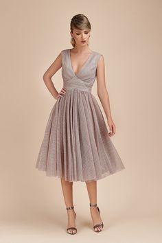 Rochie de Ocazie Pliseu Metallic Silver Bridesmaid Dresses, Wedding Dresses, Metallica, Fashion, Atelier, Bridesmade Dresses, Bride Dresses, Moda, Bridal Gowns