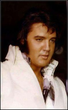 Nice photo of Elvis toward August Lisa Marie Presley, Priscilla Presley, King Elvis Presley, Elvis Presley Photos, Rock And Roll, Elvis Quotes, Elvis In Concert, Most Handsome Men, Thats The Way