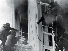 sas iranian embassy siege - Yahoo Image Search results Sas Special Forces, Special Air Service, Best Of British, Military History, Armed Forces, Egypt, Image Search, Iranian, Warriors