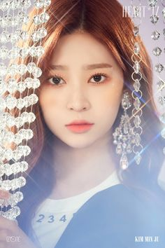 IZ*ONE will release their second Korean EP titled HEART*IZ on April and they released two sets of concept/teaser photos. See the photos of the IZ*One members below! Kpop Girl Groups, Kpop Girls, Yuri, Korean Girl, Asian Girl, Wattpad, Japanese Girl Group, Kim Min, Teaser