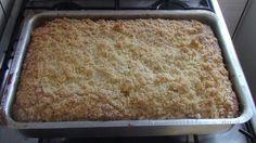 A Cuca Simples é um bolo tradicional alemão perfeito para o lanche. Ele combina uma massa fofinha com uma farofa doce crocante e deliciosa. Faça para o lan