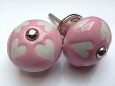 202 Roze deurknopjes met witte hartjes