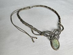 Macrame necklace with a labradorite cabochon. by DuFiletdesNoeuds