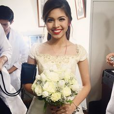 Can we just take a moment to appreciate how pretty the DubSmash queen of the Philippines, Maine Mendoza aka Yaya Dub, is for her role in yesterday's Kalyeserye? Someone, get me a nice picture of Alden Richards to go with this! Beautiful Bride, Most Beautiful, Maine Mendoza, Alden Richards, Real People, Girl Crushes, One Shoulder Wedding Dress, Gowns, Actresses