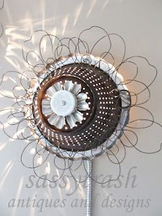 use colander to cover candles in garden - Sassytrash: Recycled Tin Pan Wall Lights Wire Crafts, Metal Crafts, Recycled Crafts, Handmade Crafts, Metal Yard Art, Diy Craft Projects, Craft Ideas, Crafty Craft, Crafting