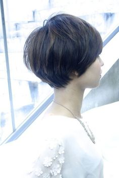This maybe my next cut, as my fine hair refuses to grow into a chin length bob. Short Platinum Hair, Short Dark Hair, Short Hair With Bangs, Cute Hairstyles For Short Hair, Short Hair Cuts, Ulzzang Hair, I Like Your Hair, Short Hair Trends, Shot Hair Styles