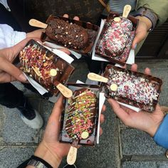 Magnum bars are lit bruh Cute Food, I Love Food, Good Food, Yummy Food, Yummy Treats, Sweet Treats, Tumblr Food, Food Goals, Aesthetic Food
