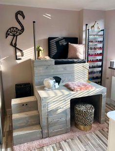 Home Beauty Salon, Home Hair Salons, Beauty Salon Decor, Beauty Salon Interior, Home Salon, Nail Salon Design, Nail Salon Decor, Salon Interior Design, Spa Room Decor