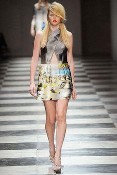 Prada Spring 2010 Ready-to-Wear Fashion Show - Lara Stone