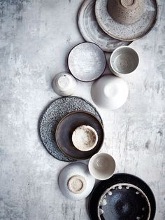 pretty farmhouse plates for your table. Rustic and super elegant