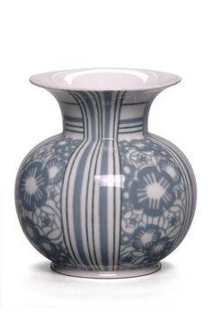 Vase Aubert n° 9 en porcelaine de la Manufacture nationale de Sèvres forme - Félix Aubert auteur du dessin - Henri Patou Modèle présenté à l'Exposition internationale des Arts décoratifs et industriels modernes de Paris en 1925 Matières et techniques :