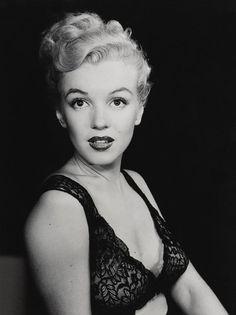 Marilyn Monroe by edward clark for life magazine, 1950 - loving the bra! Ann Margret, Viejo Hollywood, Old Hollywood, Hollywood Glamour, Hollywood Night, Hollywood Style, Classic Hollywood, Nicole Kidman, Brigitte Bardot