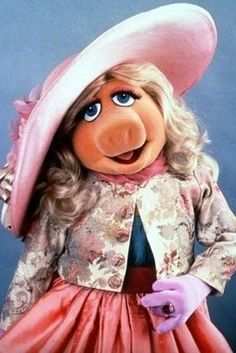 Miss Piggy was one of the first read aloud I did as a kindergarten student. I loved it so much because my teacher put the audio tape on the voice of Miss Piggy and she even had the doll. Miss Piggy Muppets, Kermit And Miss Piggy, Kermit The Frog, Danbo, Fraggle Rock, The Muppet Show, Muppet Babies, This Little Piggy, Jim Henson