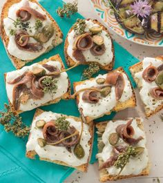 Bruschetta with buffalo stracciatella and anchovies in oil Easy Holiday Recipes, Summer Recipes, Tapas, Wine Recipes, Cooking Recipes, Antipasto, Xmas Food, Snacks, Food Humor