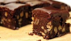 Those are Walnut Brownies with Chocolate Ganache, not pieces of walnut fudge. Anything that isn't fudge that looks that fudgey, has to be delicious. Greek Sweets, Greek Desserts, Greek Recipes, Dairy Free Fudge, Dairy Free Recipes, Gluten Free, Low Fat Chocolate, Vegan Chocolate, Chocolate Ganache