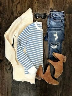 Cream cardigan, blue striped T-shirt, skinny jeans, Chelsea chestnut boots Fall Fashion Trends, Boho Fashion, Womens Fashion, Fashion Outfits, Fashion 2016, Latest Fashion, Dressy Casual Outfits, Cute Outfits, Fall Winter Outfits