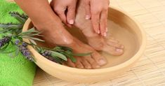 Up the ante on your home pampering sessions with our DIY guide to making your own lush lavender scented foot bath at home. Let the pure rejuvenation and relaxati. Healing Herbs, Medicinal Herbs, Essential Oil Roll Ons, Essential Oils, Foot Soak Recipe, Diy Foot Soak, Foot Wash, Spa Day At Home, Lavender Scent