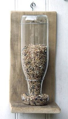 A bird feeder made with a glass bottle. Other ideas of recycling on the site. Upcycled Crafts, Diy And Crafts, Outdoor Couch, Garden Deco, Design Museum, Bottle Crafts, Permaculture, Bird Houses, Glass Bottles