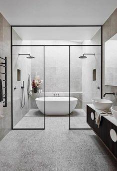 Alisa y Lysandra de The Block renuevan una casa histórica Modern Master Bathroom, Neutral Bathroom, Modern Bathroom Design, Bathroom Interior Design, Master Bedroom, Master Bathrooms, Bathroom Mirrors, Bathroom Cabinets, Minimal Bathroom