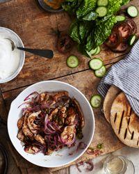 Curried Chicken on Pita   http://pinterest.com/mariajablonska