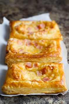 Canadian Bacon and Cheese Savory Tarts Canadian Bacon and Cheese Savory Squares - Poet in the Pantry Canadian Bacon, Canadian Food, Strudel, Breakfast Dishes, Breakfast Recipes, Savory Breakfast, Breakfast Ideas, Pastry Recipes, Cooking Recipes
