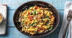 Mit unserer ballaststoffreichen und schnell gemachten Spätzlepfanne holst Du Dir gleichzeitig ein gesundes und trotzdem cremiges Gericht auf Deinen Teller.