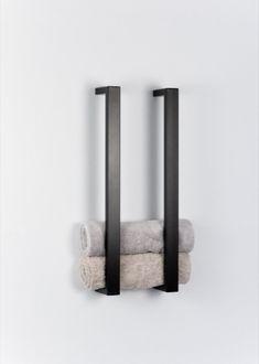 Möbel im industriellen und minimalistischen Design aus hochwertig pulverbeschichtetem Stahl, die sich durch die Gradlinigkeit jeden Einrichtungsstil anpassen. Bathroom Inspiration, Interior Inspiration, Design Inspiration, Modern Bathroom, Small Bathroom, Bathroom Interior Design, Diy Home Decor, House Design, Montage